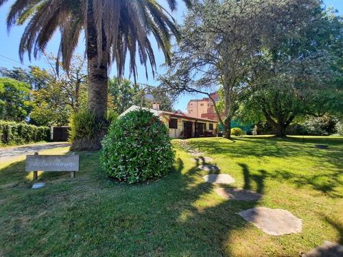 Hermosa Casa Ubicada Estratégicamente En El Barrio De San Rafael- Ref: 1330