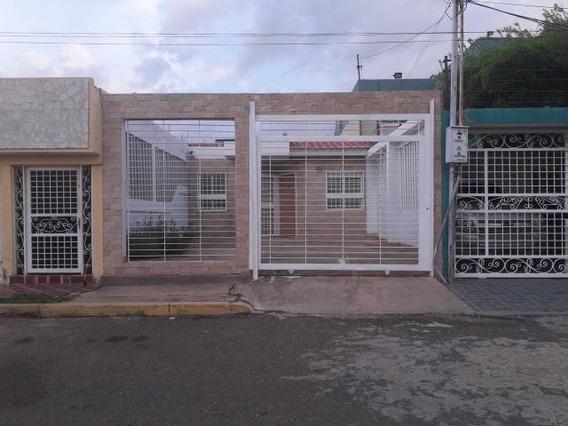 Casas En Venta En Maracaibo, Atgt Santa Fe 1 Mls.20-1382