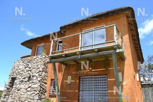 Casa De Diseño En Montoya 4 Dorm.- Ref: 4555