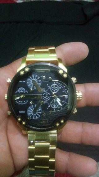 Relógio Dourado De Aço.