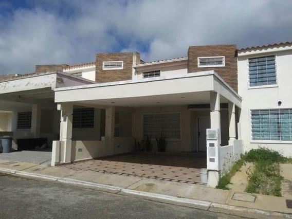 Casas En Venta Cabudare 20-19085 Rg