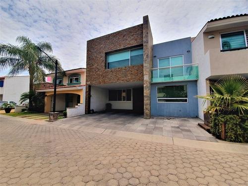 Venta Casa En Virreyes Residencial Zapopan Con Jardin