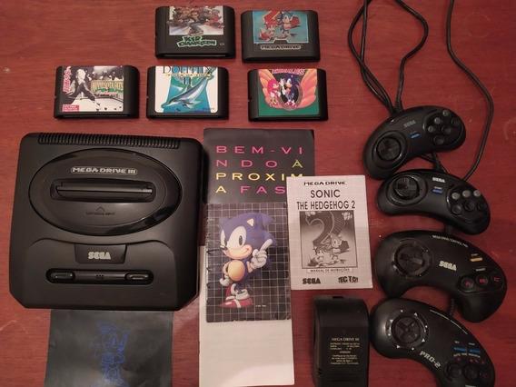 Mega Drive Iii + 4 Controles + 5 Cartuchos + Pôster