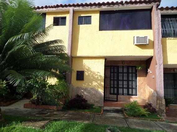 Nestor Moreno Vende Town House En La Esmeralda
