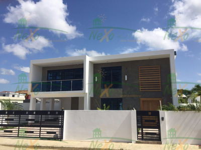 Casa Con Piscina En Proyecto Cerrado (eac-148)