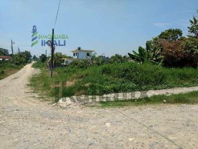 Venta Terreno En Esquina 500 M² Col. Villa Rosita Tuxpan Veracruz. Es Un Terreno De 500 M² Con Excelente Ubicación En Una Esquina, Cuenta Con 20 Metros De Frente, 25 Metros De Fondo, En El Camino Al