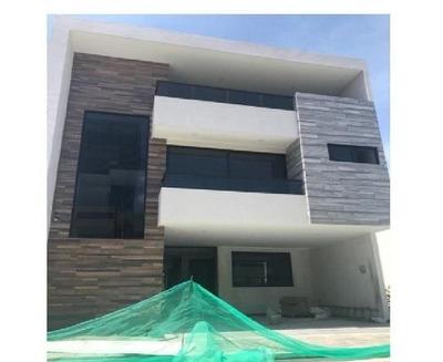 Casa En Venta En El Fracc La Cima, En Av Las Torres