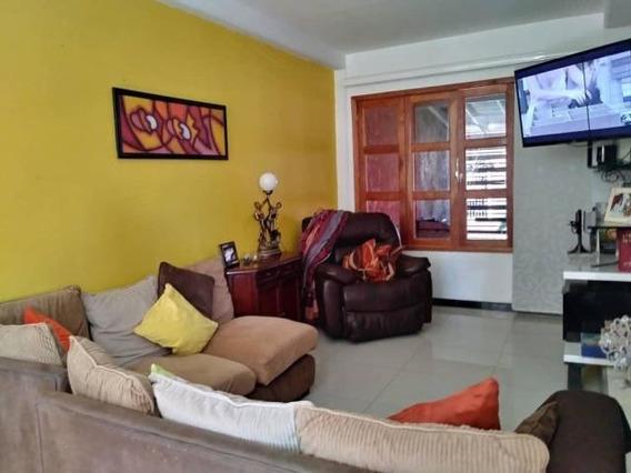 Casa En Venta En Cabudare Palavecino, Al 20-6416