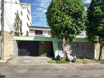 Casa Com 4 Quartos Na Cidade Dos Funcionários, Garagem, Dce