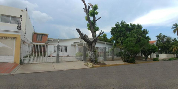 Andreaq Alquila Amplia Casa #20-3125