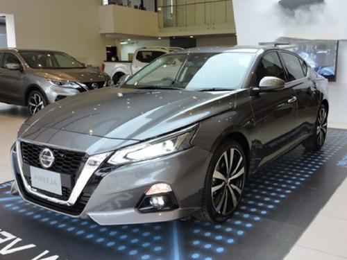 Nissan Altima, Motor 2.0 Modelo 2021, Gris 5 Puertas