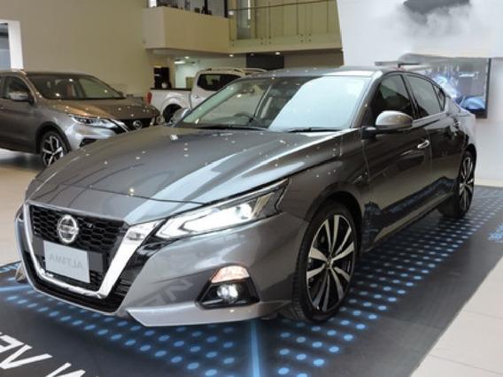 Nissan Altima, Motor 2.0 Modelo 2020, Gris 5 Puertas