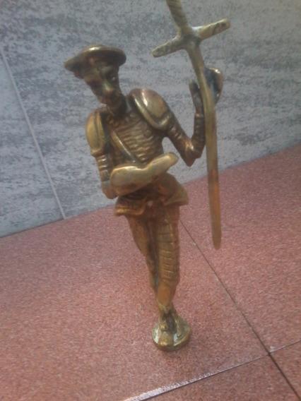 Estatuilla De Bronce De Don Quijote Con Libro Y Espada