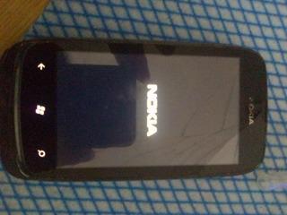 Telefono Nokia 610 Con Detalle