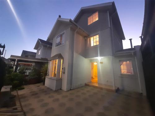 Esplendida Casa Aislada De 3 Pisos En Barrio Residencial...