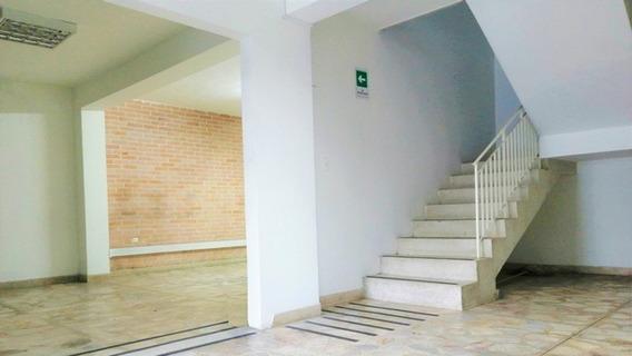 Casa Local En Arriendo, Laureles - Medellín