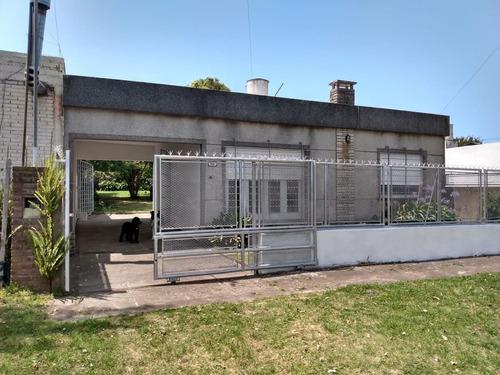 Venta Casa 3 Amb. Con Parque Y Parrilla. Barrio Faro Norte. Permuta .consulte