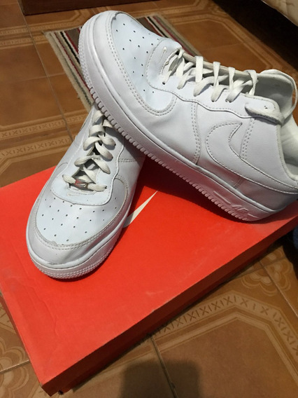 Zapatilla Nike Air Force.