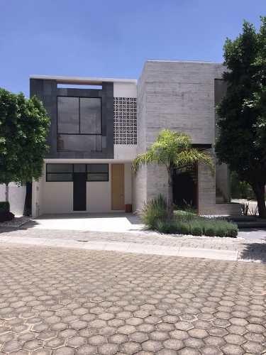 Se Vende Residencia En Fraccionamiento Residencial Quetzalcoatl