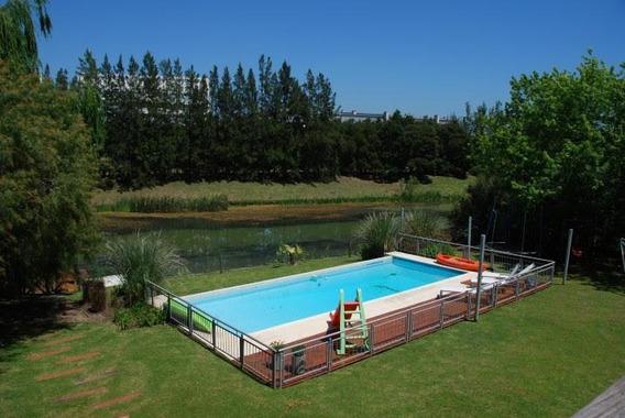 Casa En Alquiler 5 Ambientes En Barrio La Isla Nordelta Con Costa Al Agua