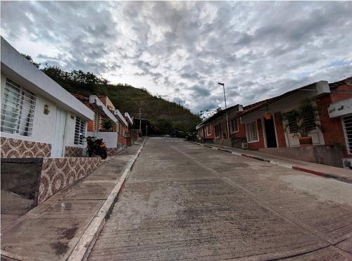 Imagen 1 de 10 de Casa 1 Piso - Barrio Monte Esmeralda - Cartago Valle