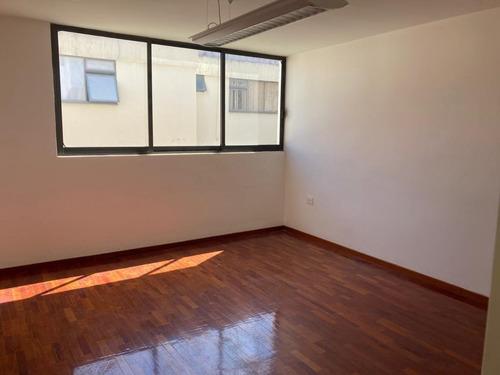 Oficina 12m2 En Renta Zona Plaza Dorada Con Sala De Juntas