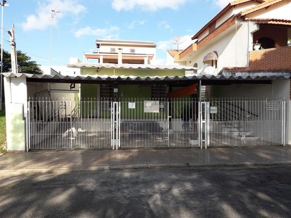 Casa No Portal Do Éden Em Frente A Praça