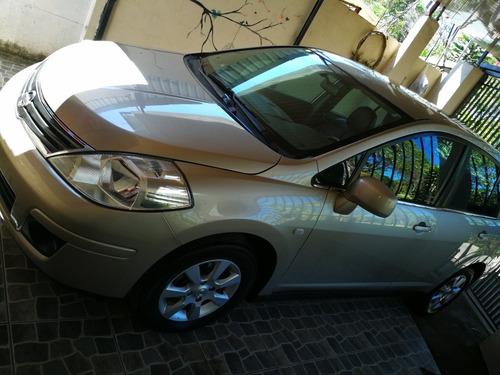 Nissan  Tiida 2011 Sedán