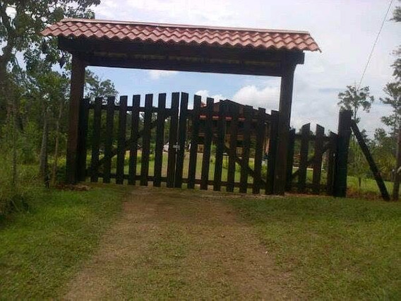 Villa De 3 Niveles En Jarabacoa.-