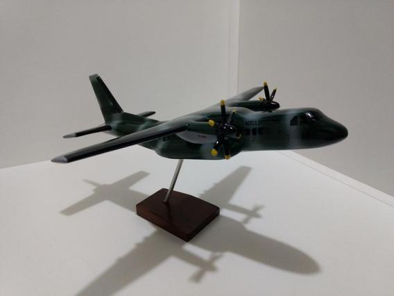 Maquete De Avião Em Resina C-105 Amazonas - (28 Cm)