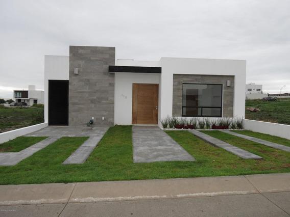 Casa En Venta En San Isidro Juriquilla, Queretaro, Rah-mx-20-847