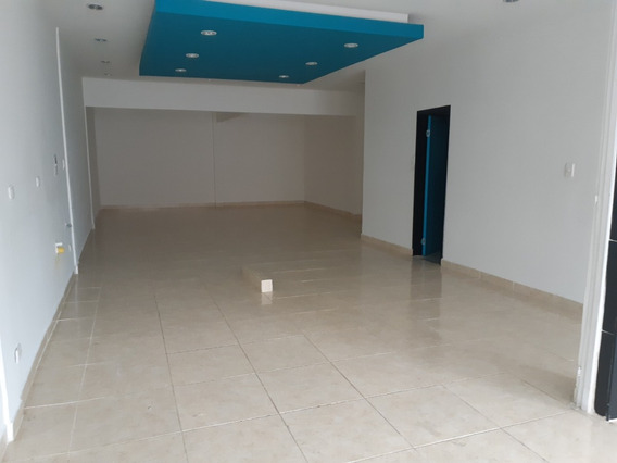Arriendo Amplio Local En Sector Comercial