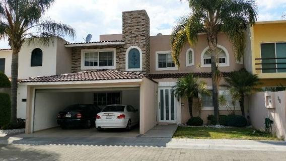Preciosa Residencia En Villa Antigua, Alberca, Jardines, 4 Recámaras, 7 Baños..