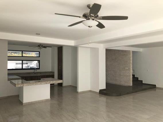 Rento Hermosa Casa En Residencial Sobre Av Huayacan Cancun