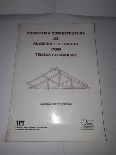 Cobertura Com Estrutura De Madeira E Telhados Com Telhas Cer