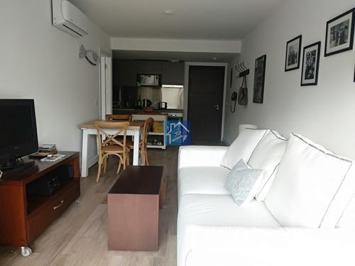 Apartamento En Edificio Muy Bueno, Puerto, Punta Del Este- Ref: 1336