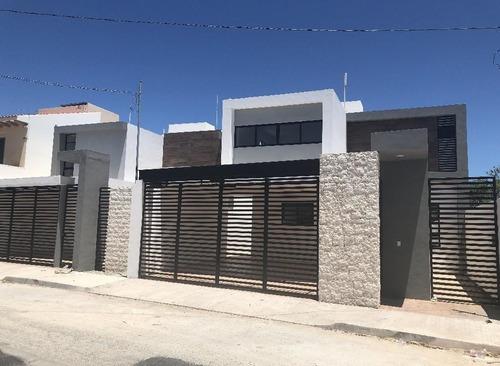 Casa En Venta En Montevideo Cumbres Ii,4 Rec Y Piscina! En Mérida,yucatán.