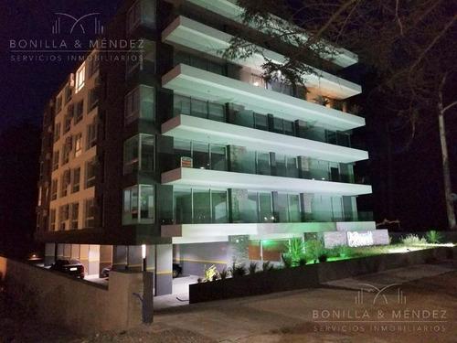 Roosevelt Avenue, 2 Dormitorios, Baño, Cochera Techada, Verano 2020!!