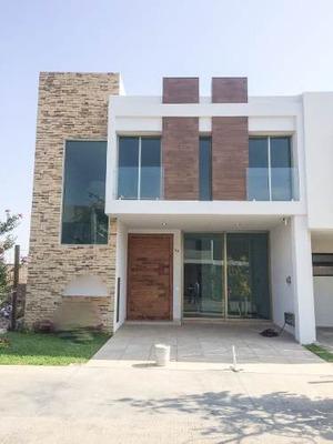 Solares( Coto Valeira) Casa 3 Recamaras Y 4 Baños Completos