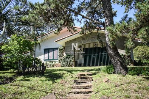Casa En Punta Del Este , Cantegril- Ref: 3891