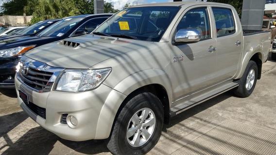 Toyota Hilux Srv Gris 2012