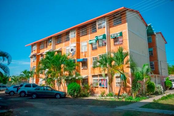 Apartamentos En Venta En Residencias El Lago