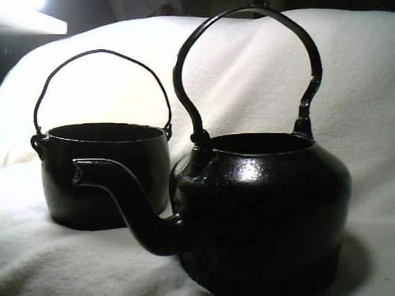 01 Chaleira + 01 Caldeirão / Antigo E Usados ( Ferro )