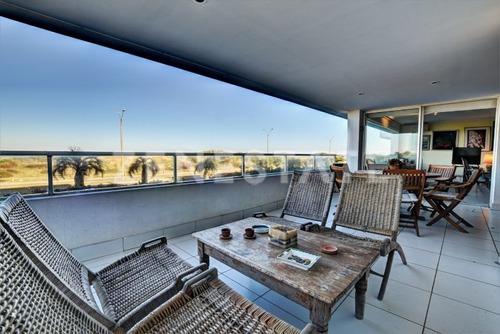 Venta Apartamento Dúplex De 4 Dormitorios En Playa Brava