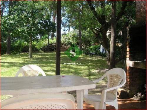 Alquiler De Casa En Pinares, 4 Dormitorios, 2 Baños, Buena Zona. - Ref: 168117