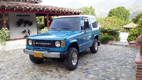 Mitsubishi Montero Azul Motor 2.600
