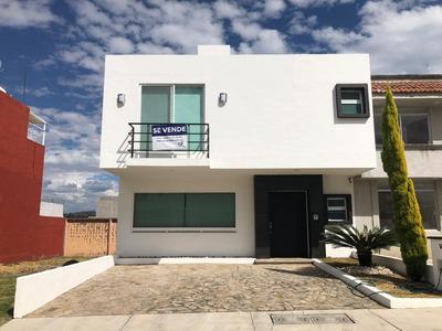 Casa En Altozano Con 4 Recámaras Y Sala Con Chimenea!