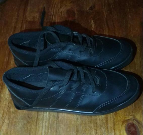 Zapatillas De Cuerina Color Negro