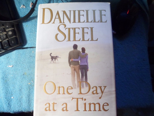One Day At A Time -  Danielle Steel Tapa Dura