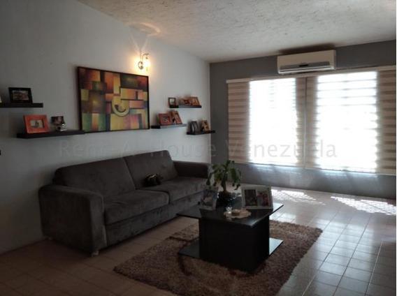 Casa En Venta Las Mercedes 20-8187 Jm 04145717884